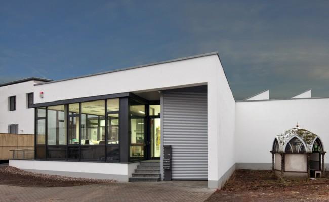 Druckereigebäude außen Eingang